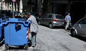Σοκ στην Αλεξανδρούπολη: Πήγε να πετάξει τα σκουπίδια και βρήκε μέσα στον κάδο έναν άνθρωπο!