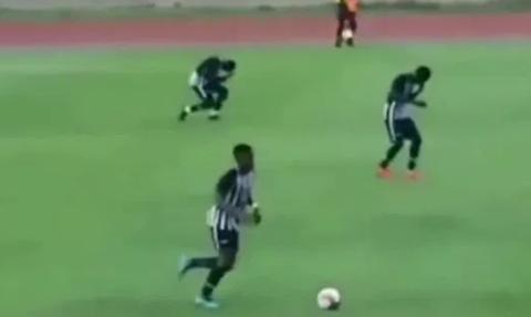 ΣΟΚ: Κεραυνός χτυπάει ποδοσφαιριστές την ώρα του αγώνα (vid)