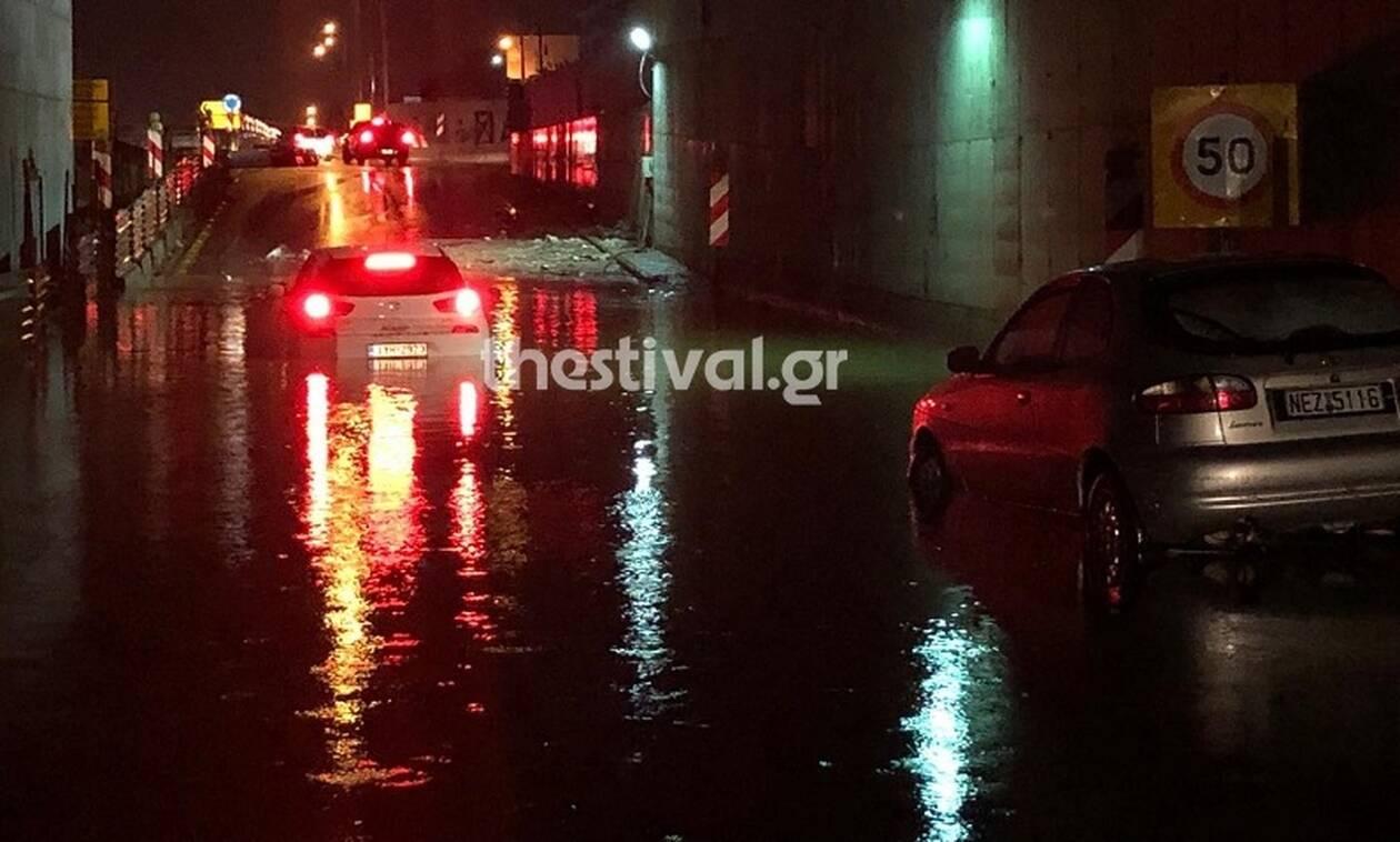 Κακοκαιρία: Απίστευτες εικόνες στη Θεσσαλονίκη με εγκλωβισμένους οδηγούς (pics&vid)