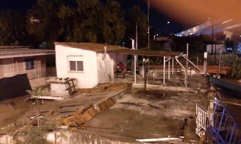 Κακοκαιρία: Δύο άτομα και ένας σκύλος εγκλωβίστηκαν σε σπίτι στην Ευκαρπία (vids)