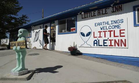 Area 51: Oι λάτρεις των UFO συγκεντρώνονται για να εισβάλουν στην απαγορευμένη περιοχή