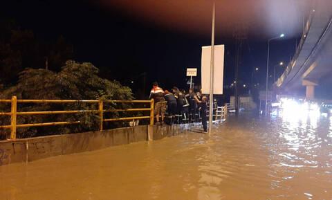 «Σαρώνει» η κακοκαιρία: Πλημμύρες, χαλάζι κι απεγκλωβισμοί σε Θεσσαλονίκη και Τρίκαλα (pics&vids)