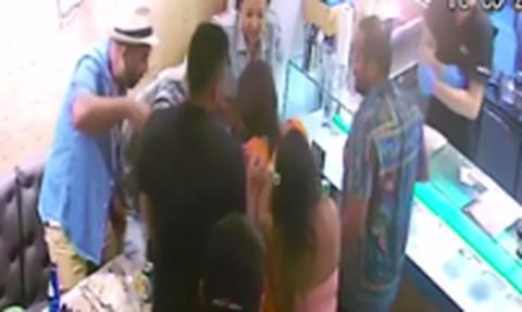 Θρίλερ στη Μύκονο: Τουρίστρια πνίγηκε με σουβλάκι - Πανικός στους θαμώνες