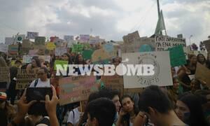 Σύνταγμα: Οι μαθητές στους δρόμους για την κλιματική αλλαγή - «Ας δράσουμε τώρα» (pics&vids)