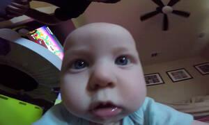 Δε φαντάζεστε τι κάνουν αυτά τα μωράκια όταν βλέπουν μια κάμερα (vid)