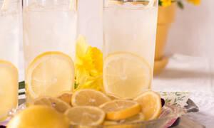 Πώς θα φτιάξεις την πιο γευστική σπιτική λεμονάδα ever