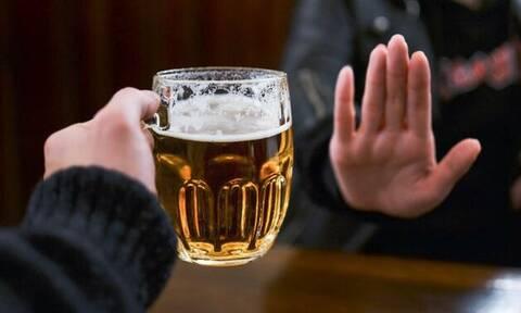 Tι θα συμβεί στον οργανισμό σου αν απότομα κόψεις το αλκοόλ;