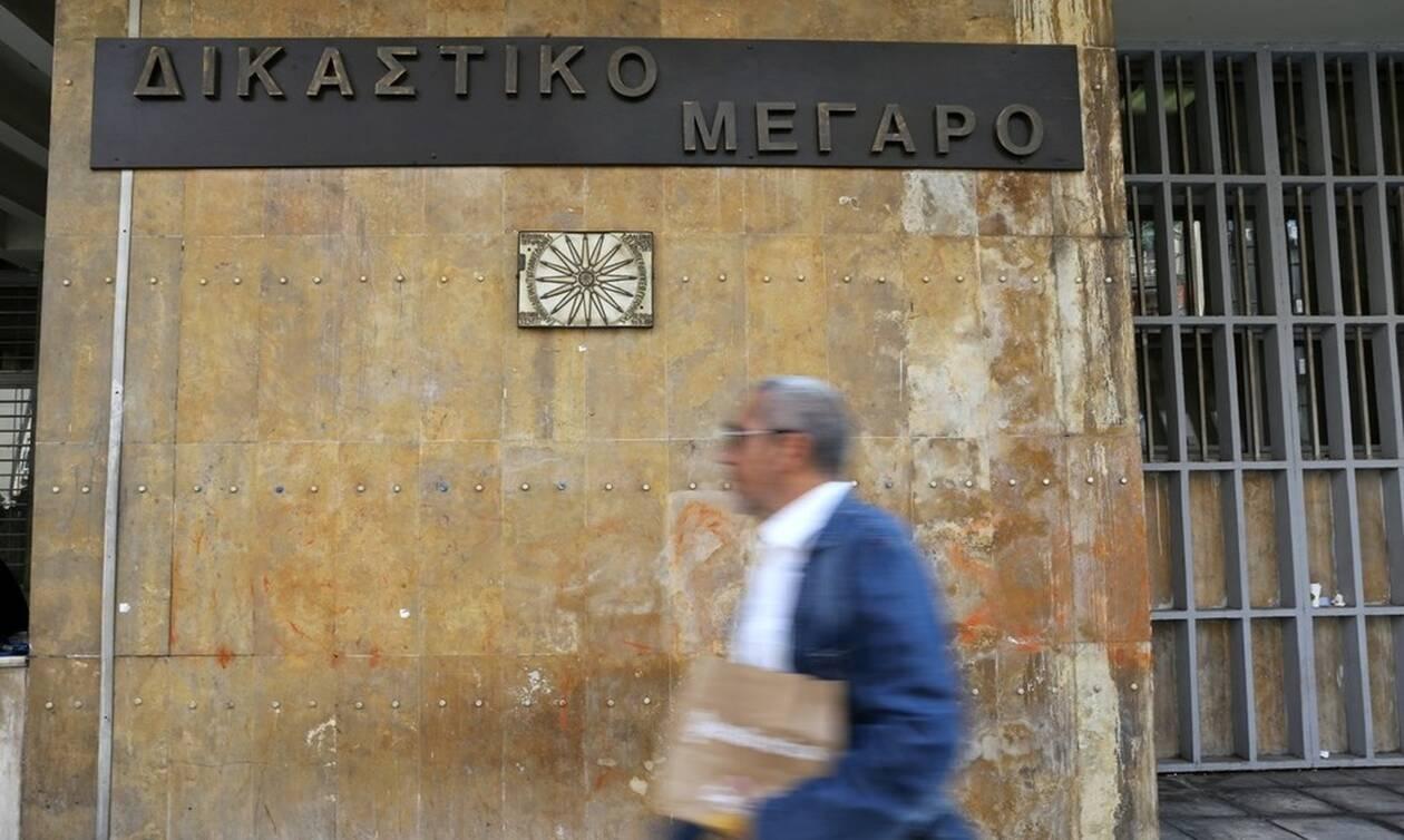 Τραγωδία στη Θεσσαλονίκη: Δικηγόρος πέθανε στην είσοδο του Δικαστικού Μεγάρου