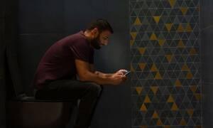 Γιατί δεν πρέπει να χρησιμοποιείτε το κινητό σας όταν πηγαίνετε στην τουαλέτα