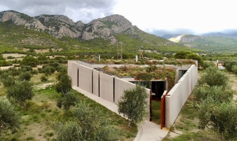 Tο τριγωνικό σπίτι στην Κορινθία που χτίστηκε με τις αρχές του Πυθαγόρειου θεωρήματος