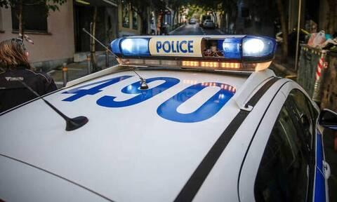 Διακοπή της κυκλοφορίας στον Διόνυσο - Φορτηγό έπεσε σε χαντάκι