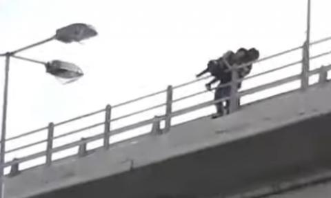 Ηράκλειο: Γυναίκα απειλούσε να πέσει από γέφυρα (βίντεο)
