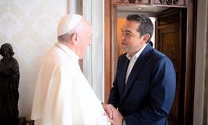 Συνάντηση διάρκειας σχεδόν μιας ώρας είχε ο Αλέξης Τσίπρας με τον Πάπα Φραγκίσκο