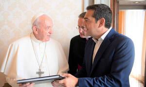 Η γραπτή αφιέρωση του Πάπα Φραγκίσκου στον Αλέξη Τσίπρα: «Κράτα το να το θυμάσαι»