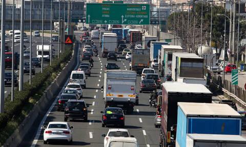 Απόσυρση αυτοκινήτων: Μειωμένα τέλη και επιδοτήσεις για την αγορά νέων «καθαρών» ΙΧ