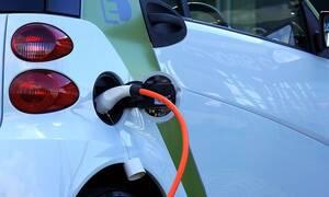 Τα μέτρα της κυβέρνησης για «καθαρά» αυτοκίνητα