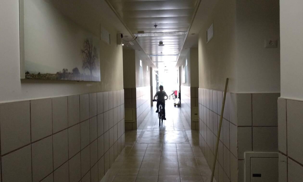 Σάλος σε σχολείο: Βίαζαν 13χρονο κορίτσι στο διάλειμμα - Βασανιστήρια από 4 συμμαθητές της