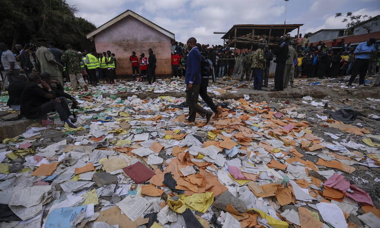Τραγωδία στην Κένυα: Επτά μαθητές νεκροί από κατάρρευση αίθουσας σε σχολείο (pics+vids)