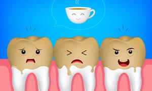 Λευκά δόντια: 7 συμβουλές για να τα προστατέψετε από τις χρωστικές του καφέ (εικόνες)