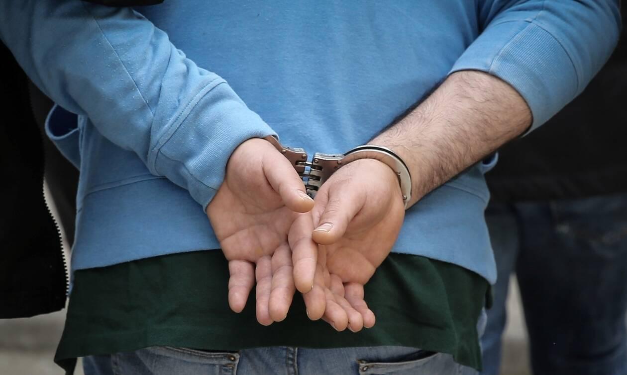 Φρίκη στο Ηράκλειο: Ξυλοκόπησε την κόρη του για ένα SMS