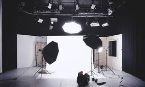 Παρουσιάστρια του ΑΝΤ1 με... φτερά αγγέλου στο δελτίο ειδήσεων – Δείτε ποια είναι (pics)