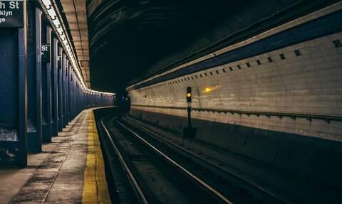 Τραγωδία στο Μετρό: Νεκρός πατέρας - Πήδηξε στις γραμμές μαζί με την κόρη του