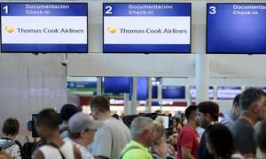 Χρεοκοπία Thomas Cook: «Φωτιά» πήραν τα αεροπορικά εισιτήρια – Καταγγελίες κατά των αεροπορικών