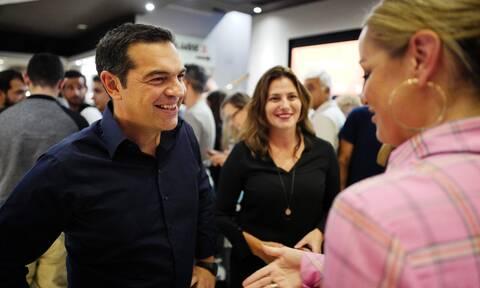 Ο Αλέξης Τσίπρας και η Μπέττυ Μπαζιάνα στον κινηματογράφο