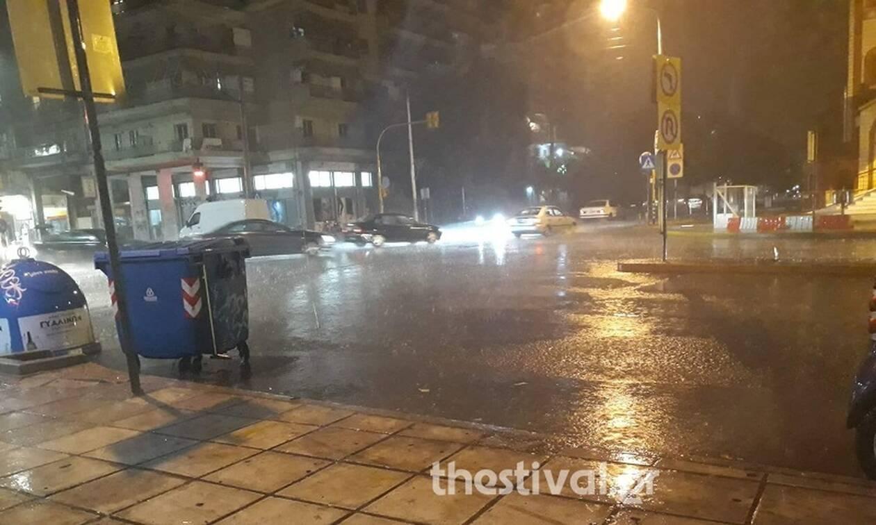 Κακοκαιρία: «Άνοιξαν» οι ουρανοί στη Θεσσαλονίκη – 2 νεκροί από κεραυνό στην Πελοπόννησο (pics+vids)