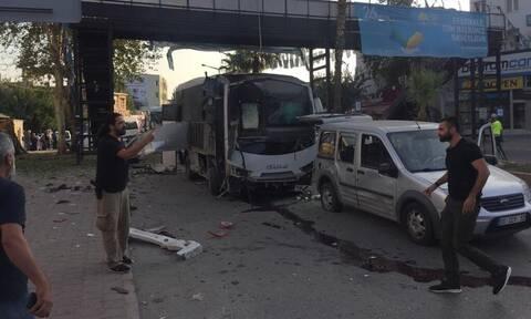 Συναγερμός στην Τουρκία: Βομβιστική επίθεση σε λεωφορείο