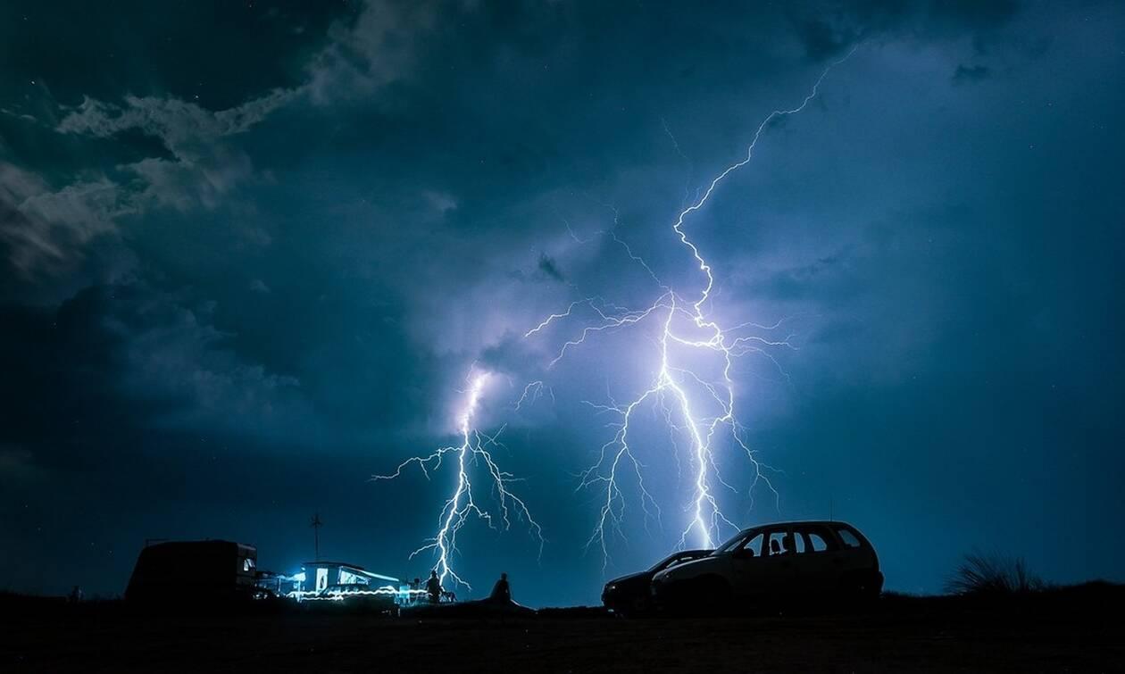 «Σάρωσε» η κακοκαιρία: 16.000 κεραυνοί, βροχή έως 108 χιλιοστά, ανεμοστρόβιλοι και υδροσίφωνες