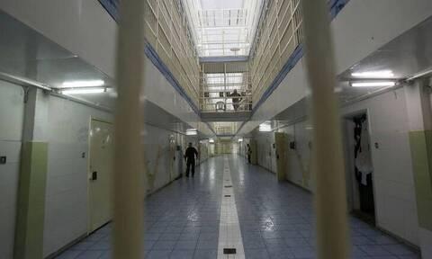 Αιφνίδια έφοδος στις φυλακές Αυλώνα: Αστυνομικοί εντόπισαν ολόκληρο οπλοστάσιο