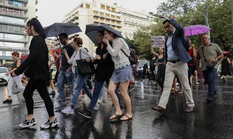 Καιρός: Αποπνικτική η Παρασκευή (27/09) με 30άρια και βροχές - Πού θα σημειωθούν καταιγίδες