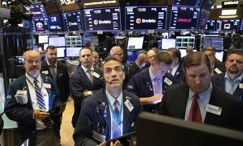 Οι πολιτικές εξελίξεις έφεραν πτώση στη Wall Street - Μικτά πρόσημα στο πετρέλαιο