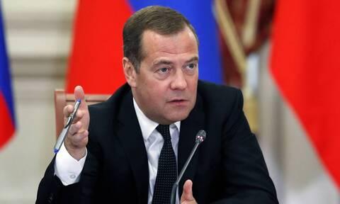 Медведев поручил проработать переход к потребительской корзине с базовым набором продуктов