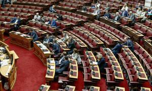 «Άναψαν τα αίματα» στη Βουλή: Άγριος καυγάς Καραμανλή – Τριανταφυλλίδη για το Μετρό Θεσσαλονίκης