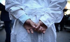 Επικουρικοί γιατροί: Οφείλονται μισθοί και εφημερίες μηνών - Κλινικές απειλούνται με κλείσιμο