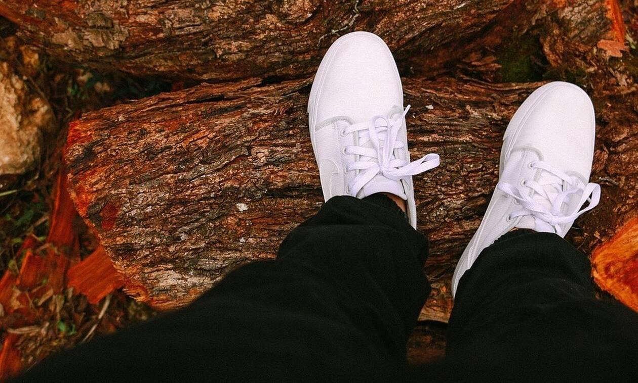 Πώς να καθαρίσεις τα λευκά sneakers με 5 γρήγορους τρόπους