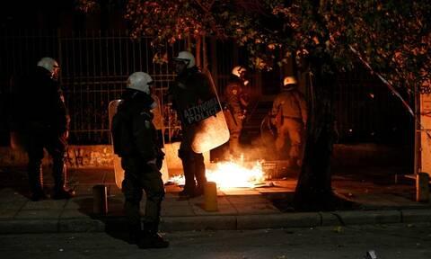 Επίθεση με βόμβες μολότοφ εναντίον των ΜΑΤ στα Εξάρχεια