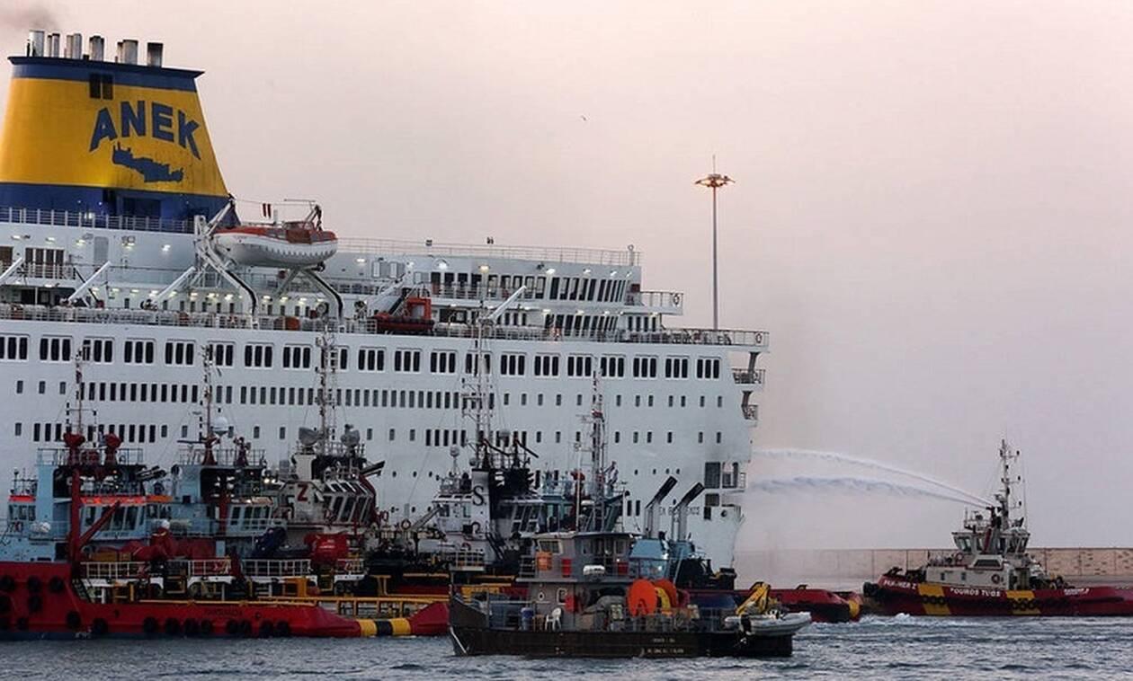 Μεγάλη φωτιά σε πλοίο στην Ηγουμενίτσα - Τρόμος για τους εκαντοντάδες επιβάτες