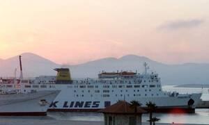 Αναχώρησε το «Πρέβελης» από το λιμάνι της Σητείας όπου προσέκρουσε