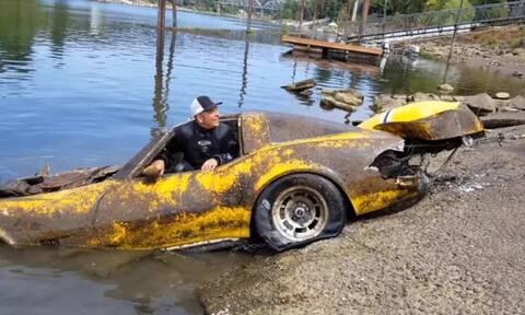 Απίστευτο: Μια Corvette ανασύρθηκε από ποτάμι μετά από 20 και πλέον χρόνια