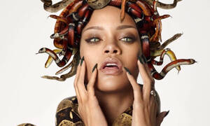 Διάσημος τραγουδιστής «χτύπησε» τατουάζ με τη Ριάνα στο πρόσωπό του