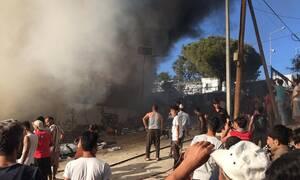 «Φλέγεται» το hotspot στη Μόρια - Άγρια επεισόδια μεταξύ των μεταναστών (pics+vid)