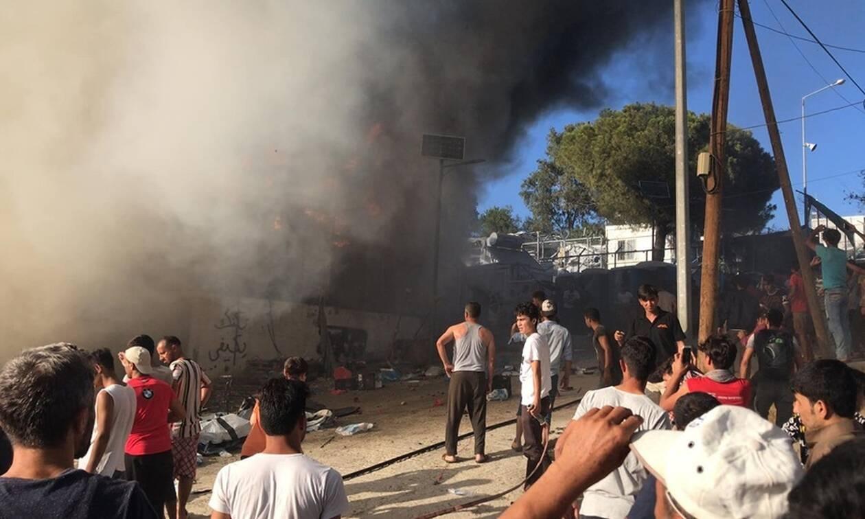 Εκτός ελέγχου η κατάσταση στην Μόρια: Φόβοι για δεύτερο νεκρό - «Εξέγερση» μεταναστών