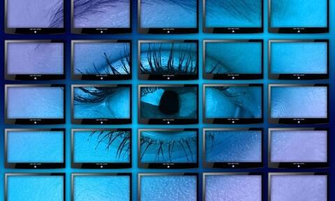Απίστευτο: Χάκαραν τις οθόνες μεγάλου καταστήματος – Έπαθαν σοκ οι πελάτες με αυτό που είδαν (vid)