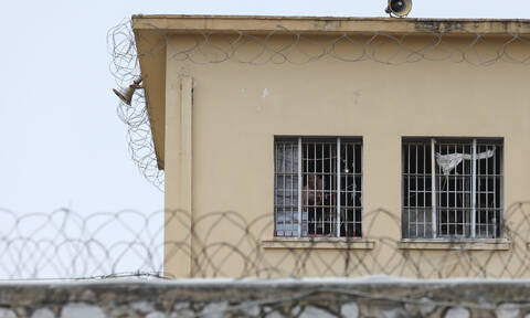 Αυτοσχέδια όπλα, ανθρωποκτονίες, αυτοκτονίες, ναρκωτικά: Στοιχεία «φωτιά» από Οικονόμου για φυλακές