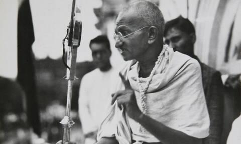 Σαν σήμερα το 1869 γεννήθηκε ο Ινδός πνευματικός ηγέτης και πολιτικός Μαχάτμα Γκάντι
