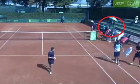 Σάλος: Διαιτητής κάνει «καμάκι» σε 16χρονη την ώρα του αγώνα! (vid)