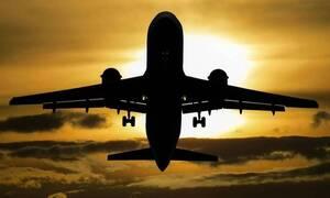 Πτήση θρίλερ: Η στιγμή που ο κινητήρας αεροπλάνου διαλύεται στον αέρα (pics)